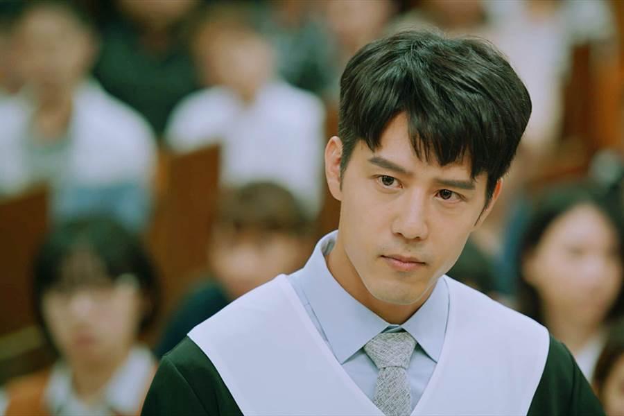 《王牌辩护人》胡宇威为律师角色下足苦工。(东森提供)