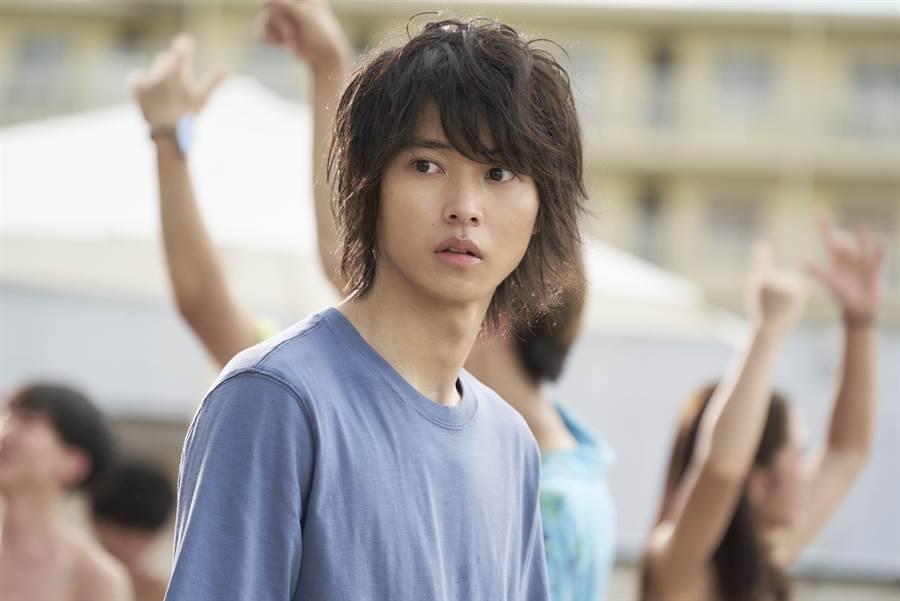 山崎贤人戏路多元,有「漫改王子」之称。(Netflix提供)
