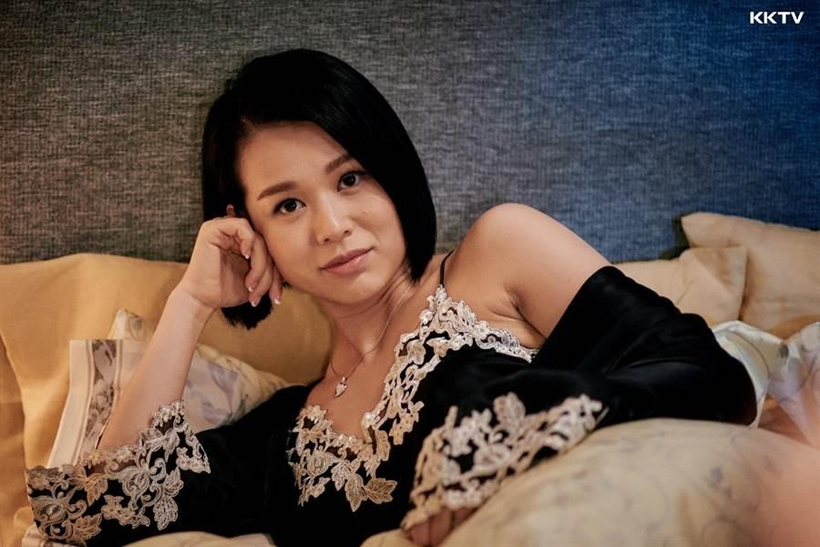 香港视后胡杏儿离开老东家后推出新作《熟女强人》。(KKTV提供)