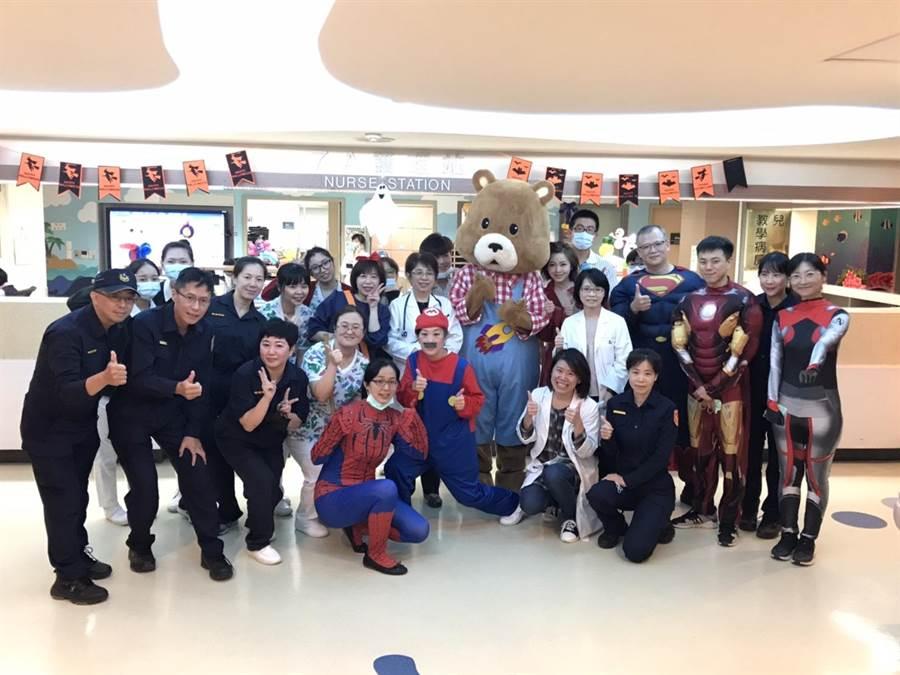 基隆长庚医院29日举行万盛变装活动。(民视提供)