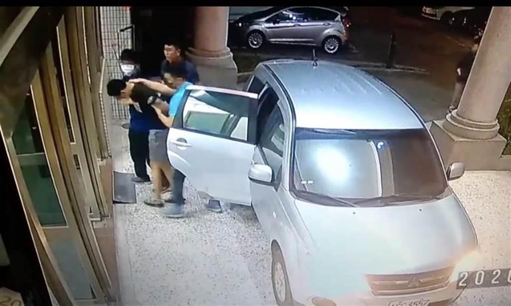犯下長榮大學女大生擄殺案的梁嫌遭警方逮捕。(曹婷婷攝)