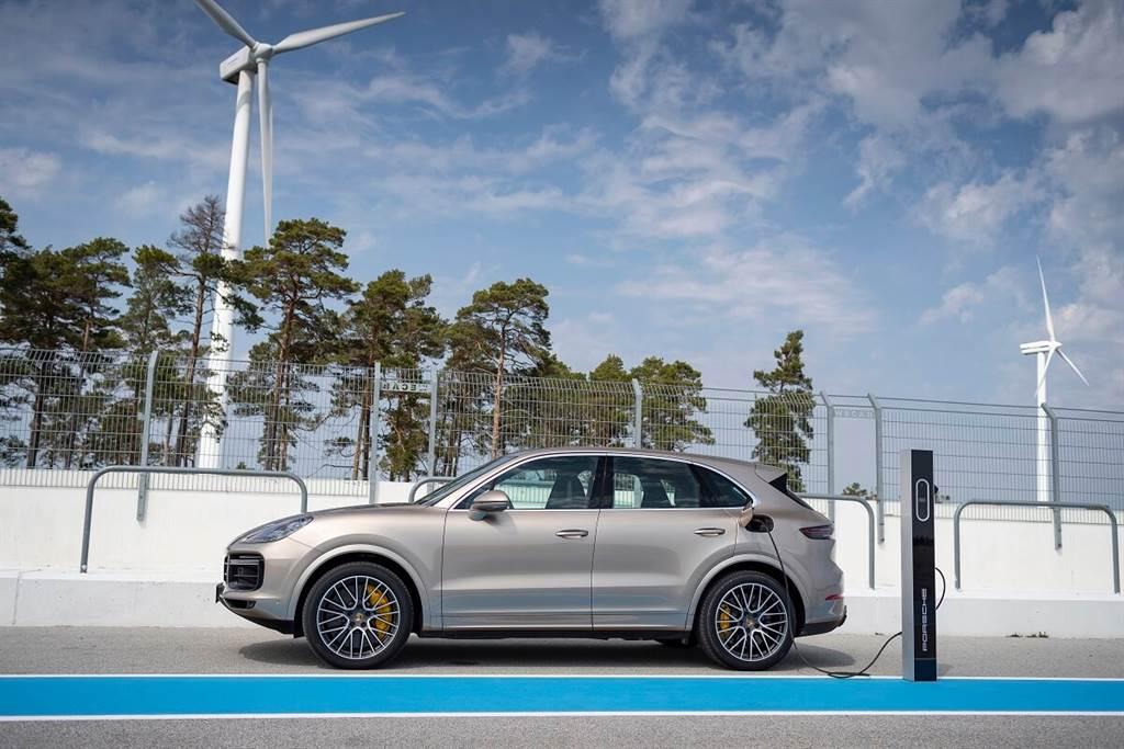 Porsche新年式Cayenne E-Hybrid車型增加更多的純電行駛里程 並修改了充電策略
