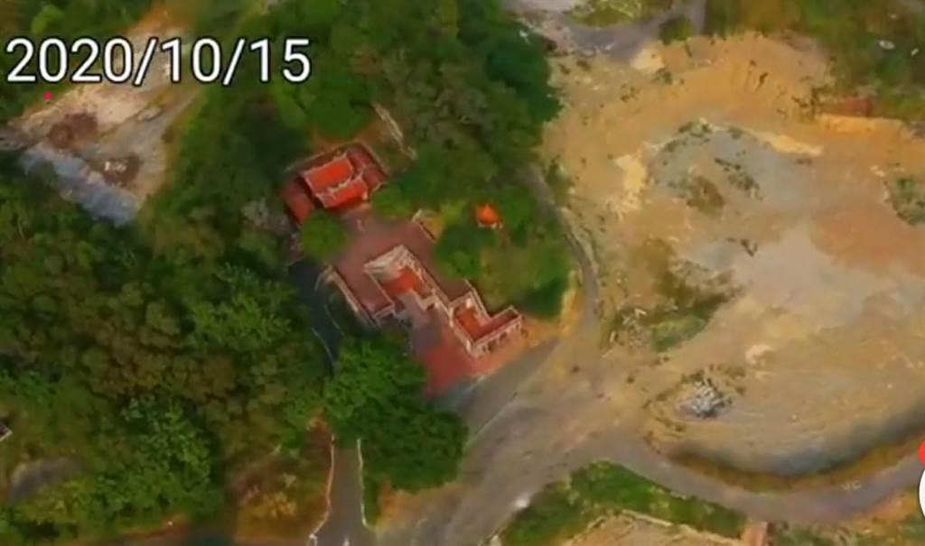 花壇台灣民俗村狂拆10個月過後 ,山坡地出現大片裸露。(議員李成濟提供/吳敏菁彰化傳真)