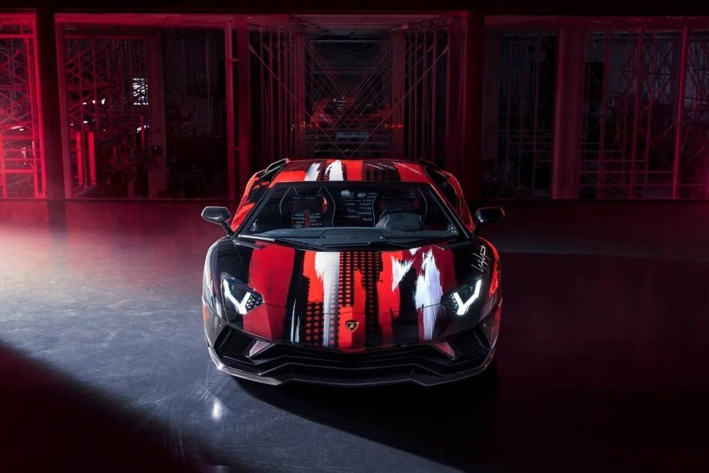 由設計大師:山本耀司創作的Lamborghini Aventador S正式亮相!並推出聯名服飾