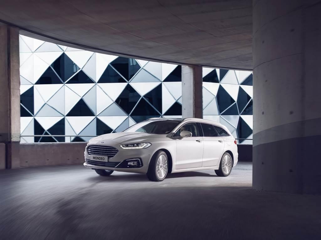 十一月入主歐系旗艦Ford Mondeo全車系可享5年原廠保固與最高100萬0利率。
