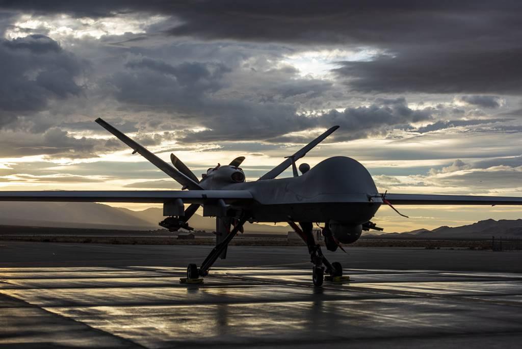 美媒傳出十月驚奇可能是美國以MQ-9死神無人機轟炸南海島礁上由大陸興建的設施,美國國防部長為此一傳言主動向大陸澄清,表明美方無意對陸製造軍事危機。(圖/美國空軍)