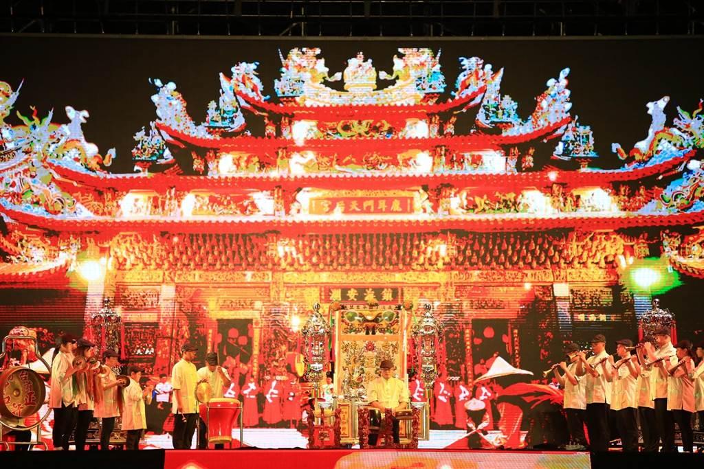 「傳藝鬥陣看文化」,匯聚7個傳統藝陣團、5個表演藝術團隊近200人,打破藝陣表演框架,完成精采藝陣大匯演。(曹婷婷攝)