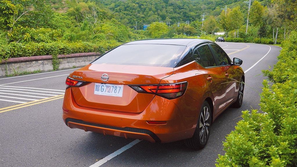 援用CMF-C工藝,全新SENTRA車高降低48mm,壓低17mm重心,風阻達到與GT-R同級之0.26Cd。圖/于模珉
