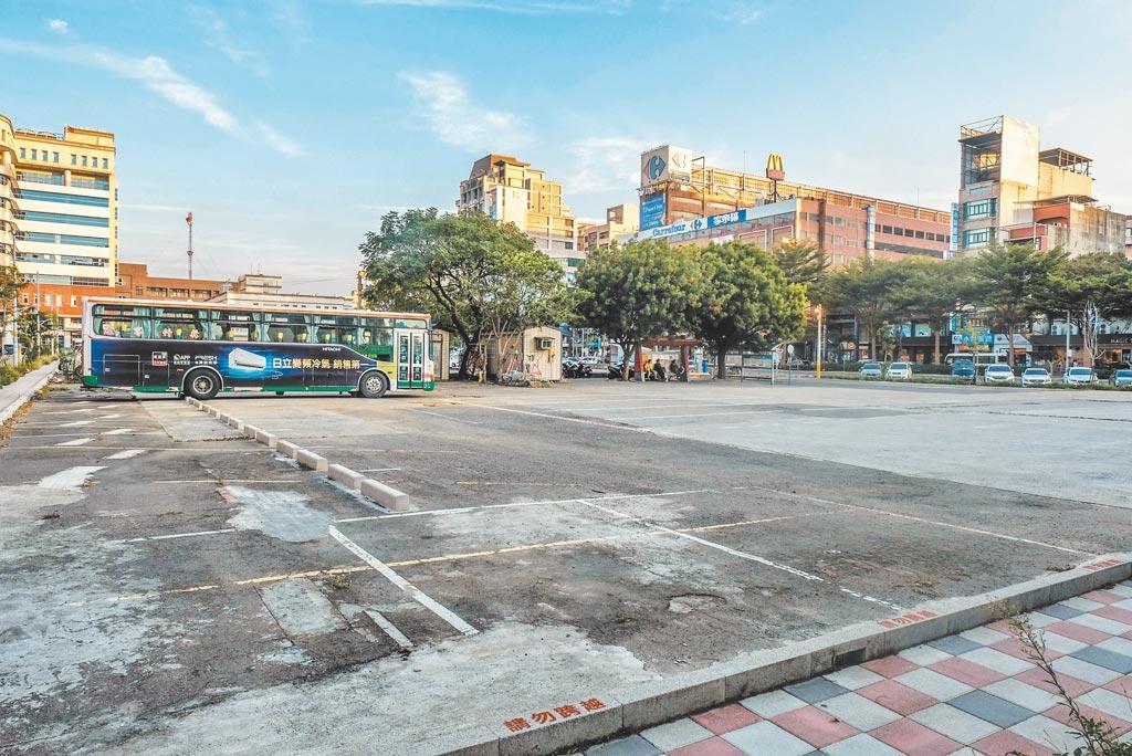 竹北交通轉運中心用地曾經力推BOT案,無疾而終,目前也沒有計畫興建。(羅浚濱攝)