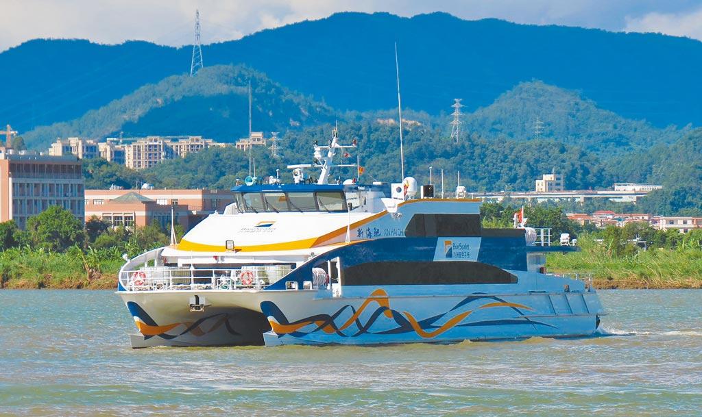由中山澳龍船艇建造的238客位鋁合金高速客船「新海馳」號。(取自中山之窗)