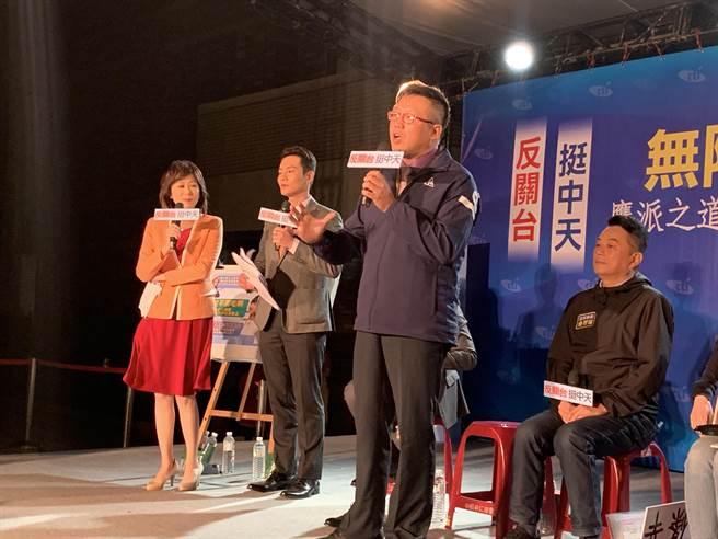 桃園市議員黃敬平指出,民進黨政府應拿出數據說服人民,而非草率行事,進口美豬來毒害人民。(黃婉婷攝)