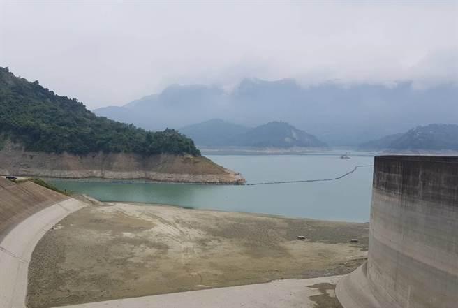 南部地區今年6月至9月各水庫集水區降雨量未達歷年的6成,曾文水庫集水區降雨量更不到5成,目前蓄水率只剩25.14%。(劉秀芬攝)