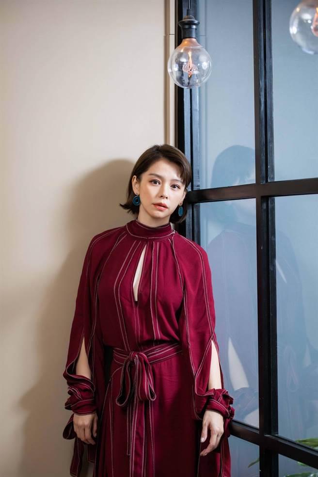 徐若瑄暢談監製主演的《孤味》,感嘆「放下」這個人生課題很難。(石智中攝)