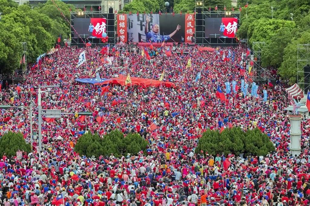去年韓國瑜「決戰2020•贏回台灣」新竹場,來自全台各地及桃竹苗地區的韓粉湧入突破25萬。(資料照,陳麒全攝)