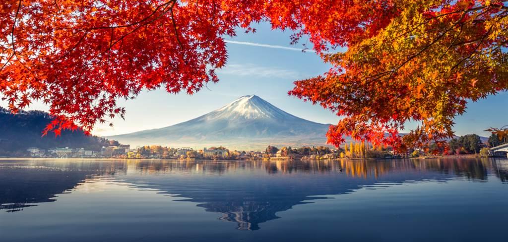 日本政府昨宣布調降我國疫情警示等級,一名留日學生發文表示,有朋友看了新聞說日本年底可能解禁,問他是否建議前往,他回應7個字曝當地實況。(圖/Shutterstock)