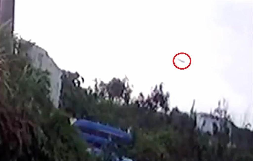 飛官朱冠甍駕F5-E戰機殉職,墜海前畫面曝光。(民眾提供)