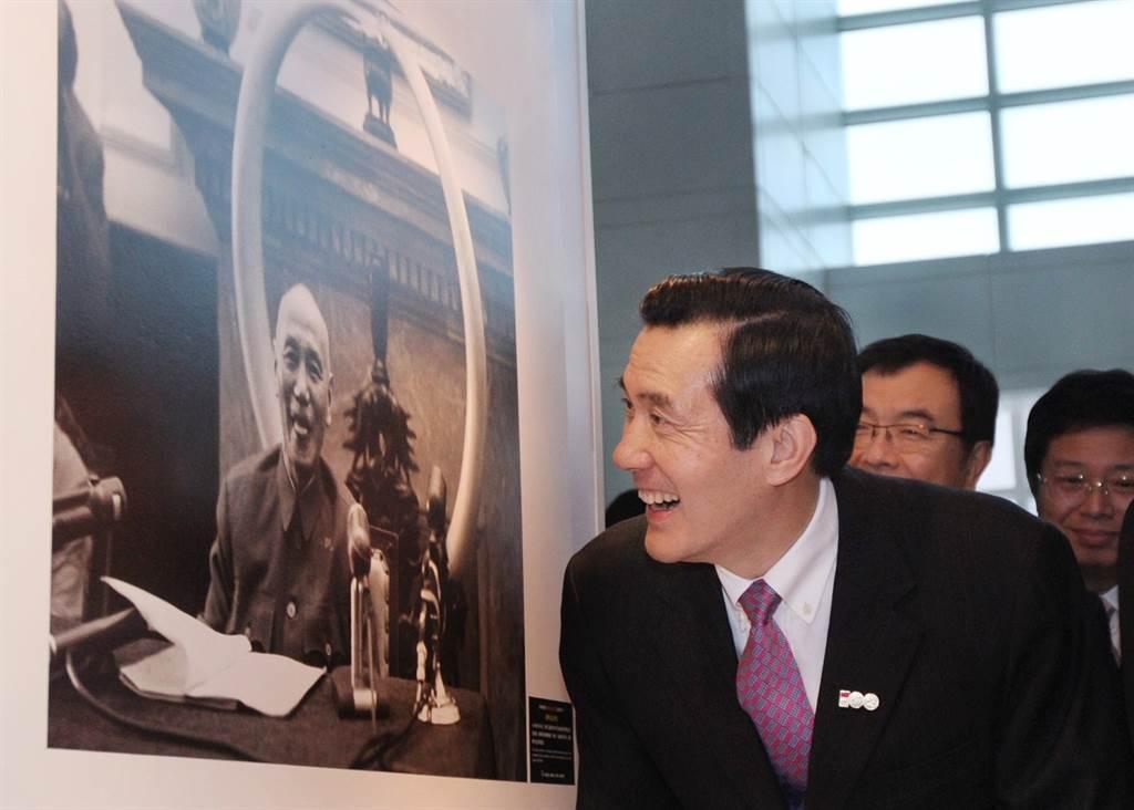 故總統蔣中正(左)、前總統馬英九(右)。(圖/取自馬英九臉書)