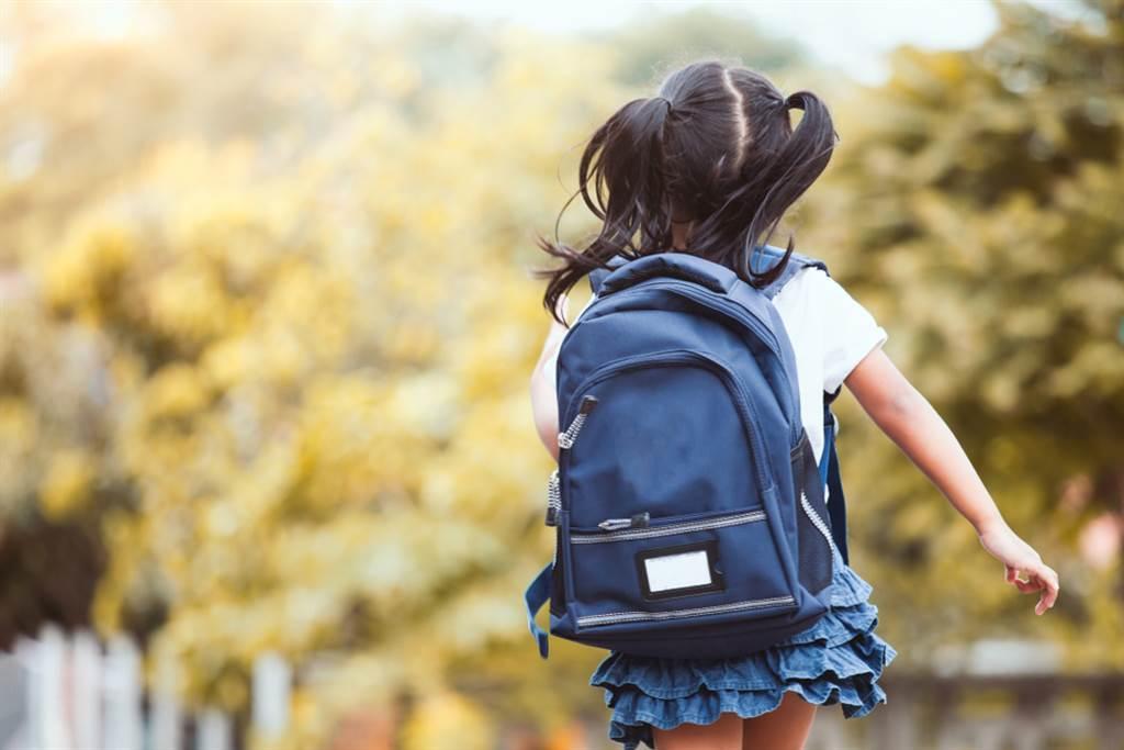 一位5歲女童在母親不在家時,遭母親的男友在樓梯間逼口交。(示意圖/Shutterstock)★中時新聞網關心您,請尊重身體自主權!請撥打113、110