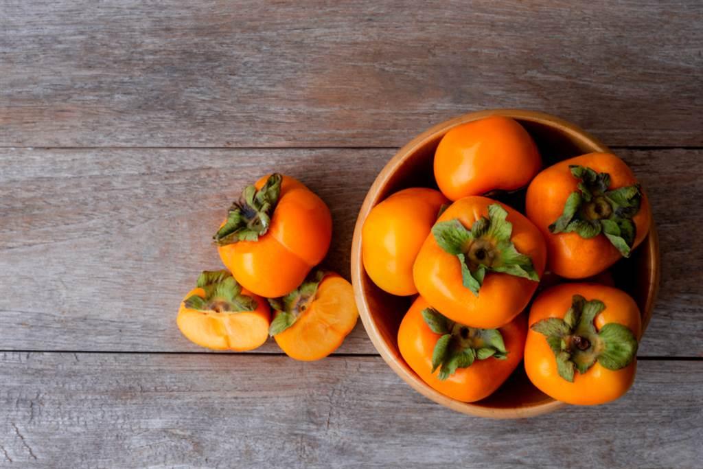 柿子豐富維他命和礦物質,是維生素C和錳元素含量極高的水果。(達志影像/shutterstock)