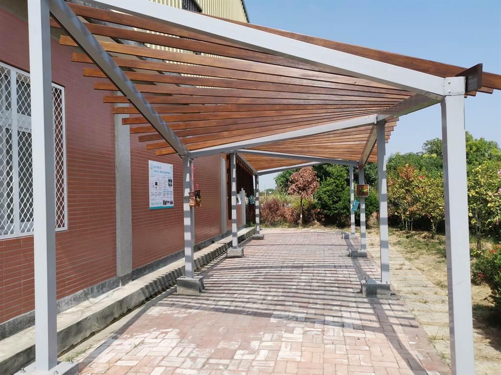 台南市六甲區林鳳社區與安平區國平社區合作完成的新休閒空間。(劉秀芬攝)