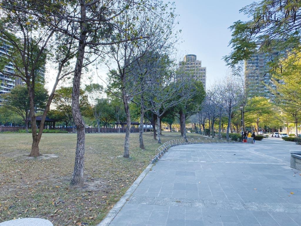 高鐵特區周邊有多座公園連綿發展成綠帶,是假日運動休憩好選擇。圖/信義房屋提供