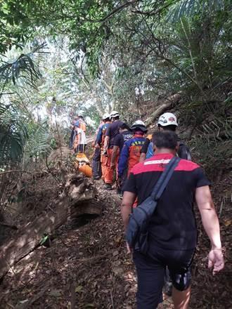 登山不慎滑落10公尺深邊坡 義消趕抵救援