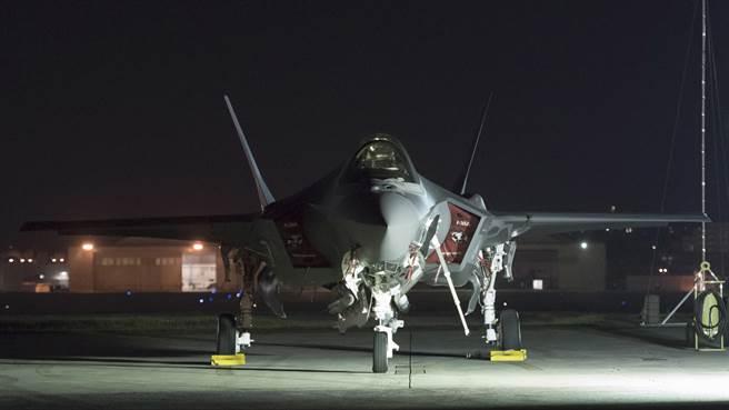 川普已向國會提出銷售阿聯50架F-35的提案。圖為駐日美軍嘉手納基地的F-35。(圖/DVIDS)