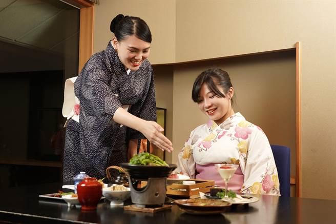 日勝生加賀屋可享受日式「女將」體貼細緻的服務。(日勝生加賀屋溫泉飯店)