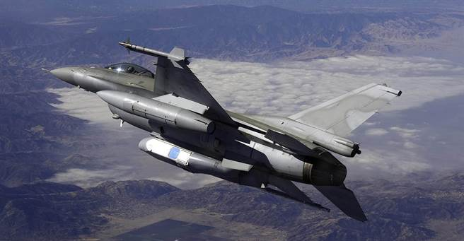 F-16搭載的光電偵照莢艙可大幅改善現有FR-16戰術偵察機的多項缺點。沿著海峽中線就能把大陸沿海拍得清清楚楚。(圖/洛克威爾柯林斯)