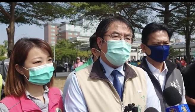 馬來西亞籍鍾姓女大生來台求學卻遇害,台南市長黃偉哲今天跟家屬致歉。(曹婷婷攝)