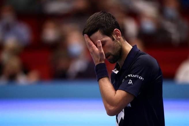 男網球王喬柯維奇爆冷在維也納公開賽輸給義大利選手索內戈。(路透)