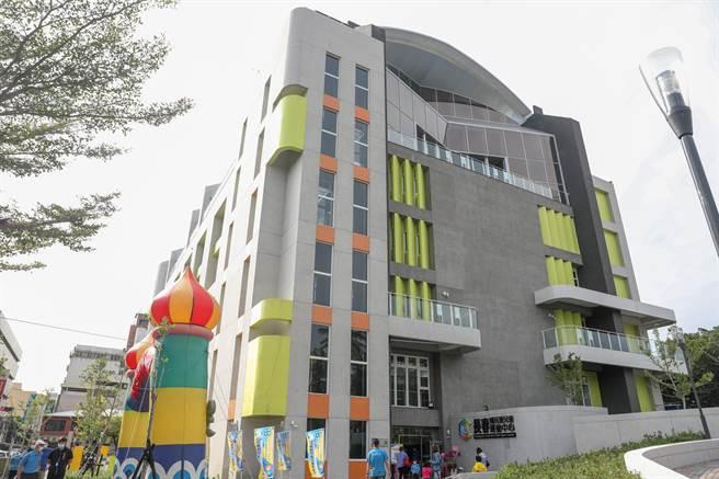 斥資4億餘元、位台中南區「長春國民及兒童運動中心」31日正式營運。(馮惠宜攝)