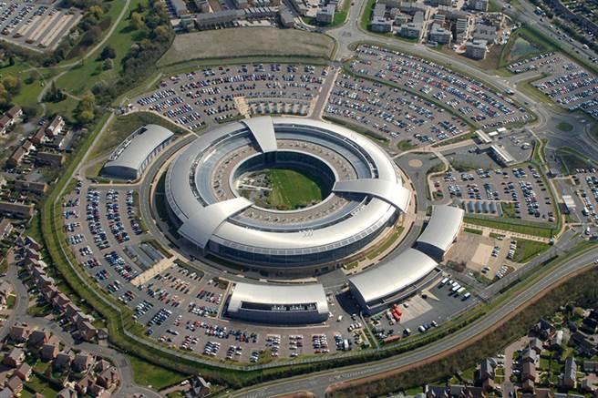 政府通信總部GCHQ是一個情報機構和國家安全機關,直接向外相負責,。和英國安全局MI5、秘密情報局MI6成為英國情報工作三大支柱。圖為GCHQ總部。(圖/GCHQ)