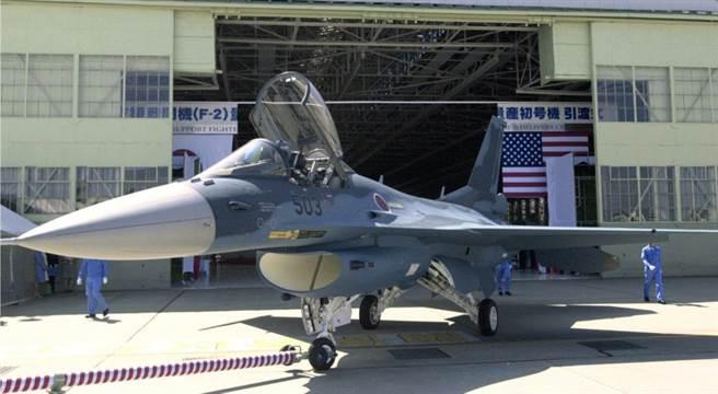 日本F-2戰機是美日合作開發,已使用多年,面臨必須汰換升級的問題。預計在30年代全替換成下一代隱形戰機。(圖/美聯社)