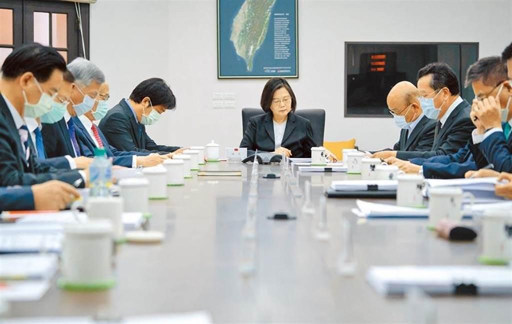 總統蔡英文昨召開國安高層會議,就對岸軍事威脅、台美關係等5大面向做出裁示。(總統府提供)