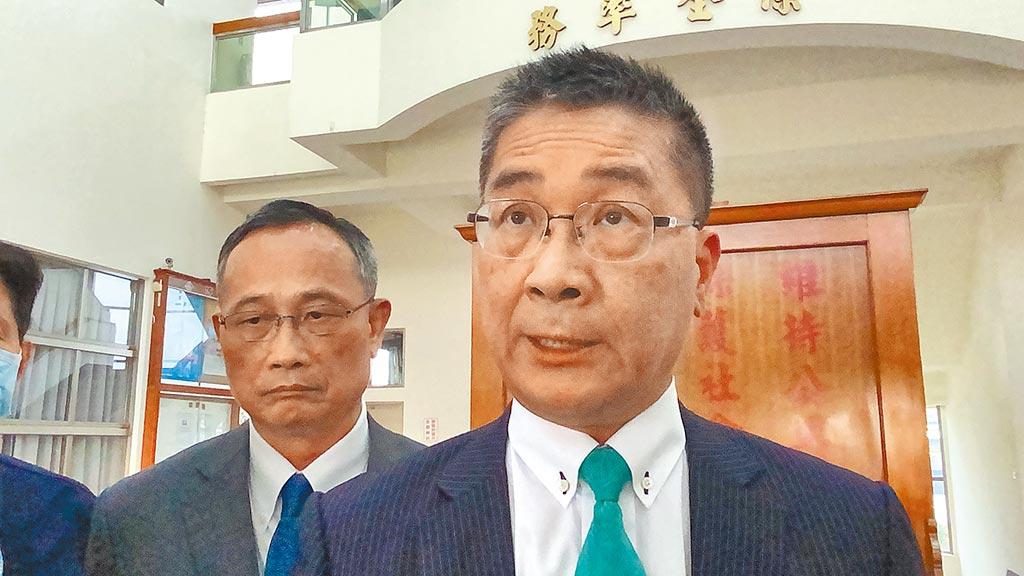 內政部長徐國勇、警政署長陳家欽昨天到台南了解警方偵辦馬國女大生受害案情,兩人也雙雙向家屬致歉。(曹婷婷攝)
