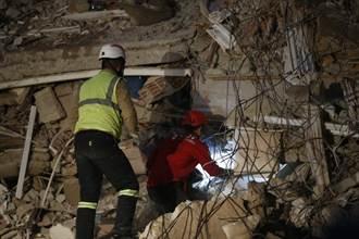 愛琴海強震至少30人死亡、逾900人受傷 土國400多起餘震