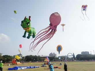 鹿港風箏節吸引2萬多人來放風吹   台灣醒獅水族和太空船箏風