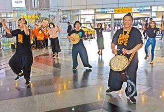 半島歌謠祭 屏東火車站快閃吸睛