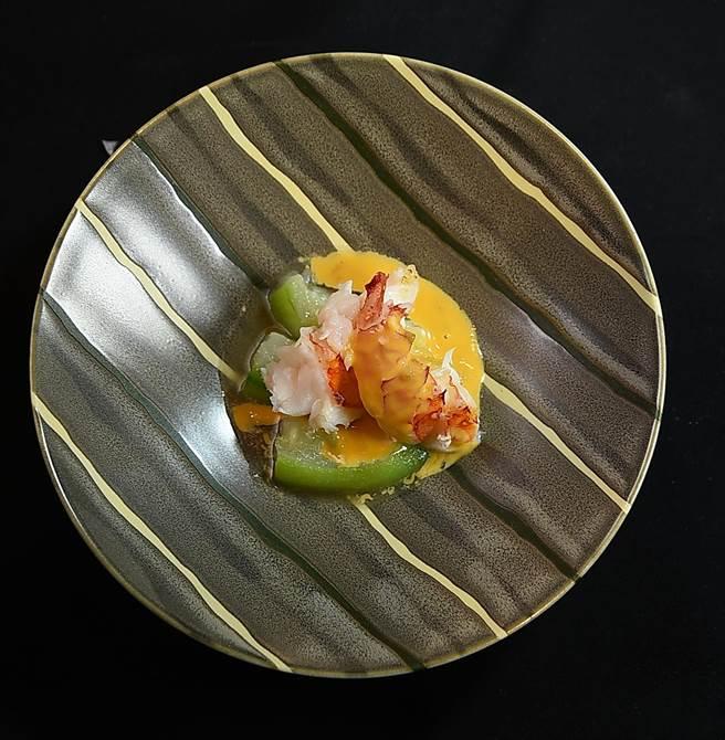 〈初魚 鐵板料亭〉所用餐具器皿全都是日本採購進口,盛裝菜餚後,形色與美味相得益彰。(圖/姚舜)