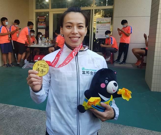 郭婞淳在109年全大運越級挑戰71公斤級,一舉三破全國摘金。(陳筱琳攝)