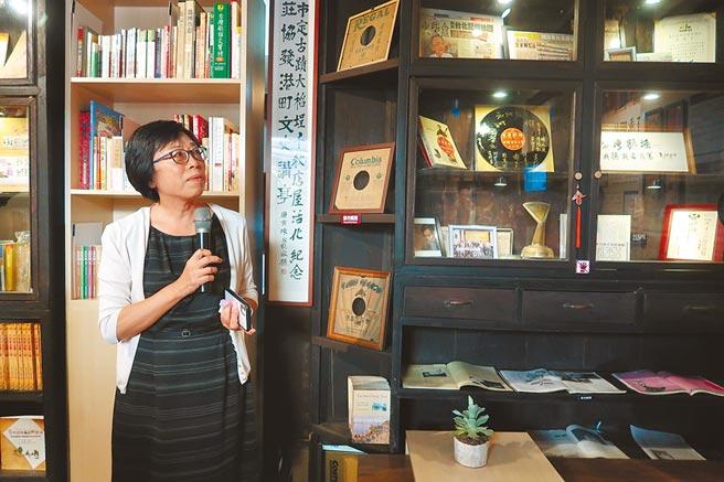 莊永明姪女莊樹華表示,舉辦特展的空間,過去是當作柑仔店的前廳,人來人往、匯聚各種文化的空間,為莊永明帶來深刻影響。(許文貞攝)
