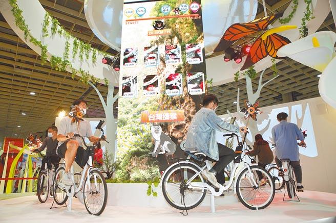 觀光局以2021年「自行車旅遊年」兩大觀光主題為主軸,昨在展館設置AR體感裝置和趣味活動。(張鎧乙攝)