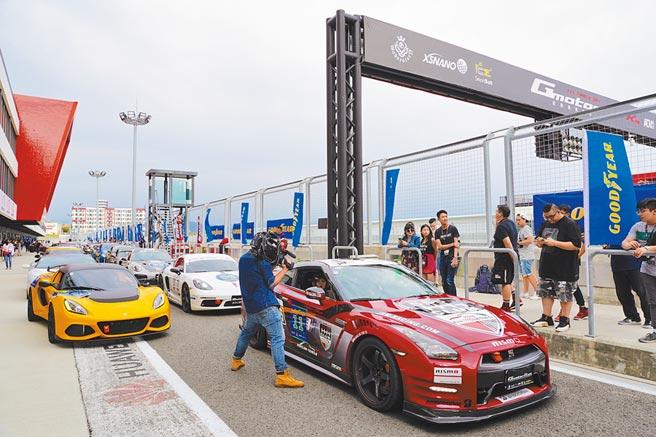 麗寶國際賽車場讓賽車迷們能觀賞各式超跑、名車的熱血賽事。(何書青攝)