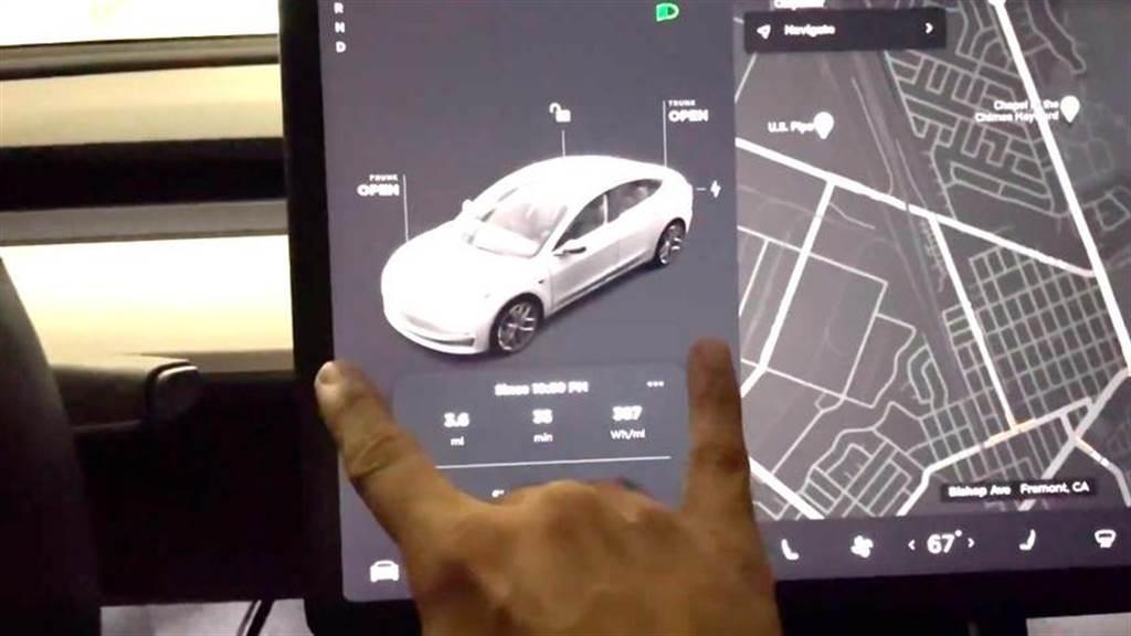 車輛與駕駛資訊欄位被放大了,寬度增加,行車資訊也會更加清楚。
