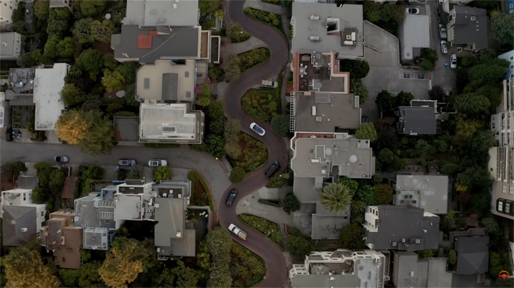 看特斯拉 FSD 挑戰舊金山的九彎十八拐「九曲花街」:全自動輔助駕駛能闖關成功嗎?