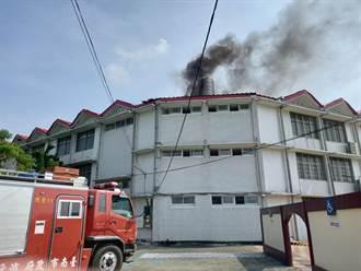 施工不慎起火屋頂竄黑煙 後壁菁寮國中師生疏散無傷亡