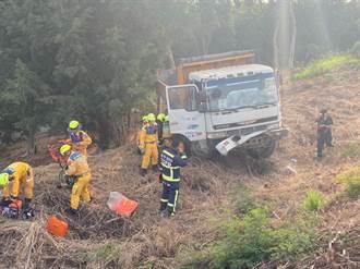 貨車滑動遭夾斃!台中工人修車卡車頭 救出無生命跡象