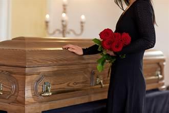 兒過世付不出醫藥費 男大生遺體在醫院放17年!老母親心痛