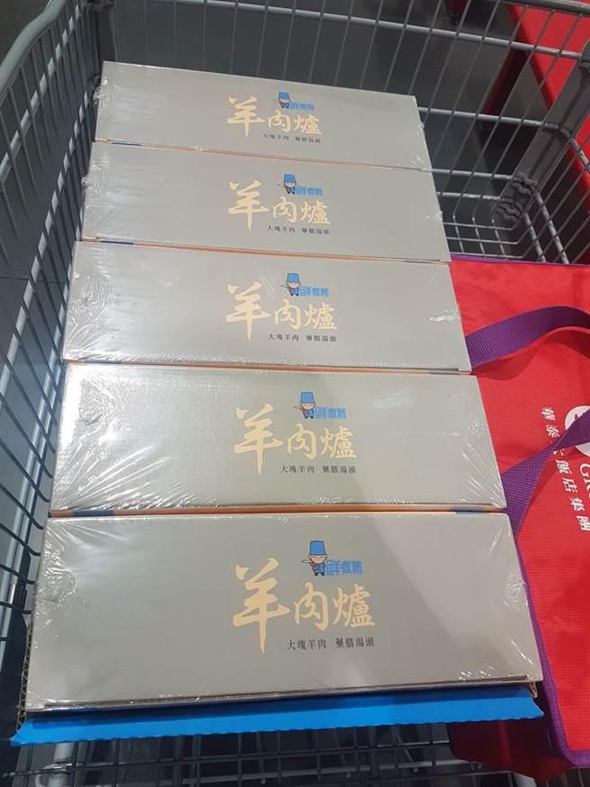 近日美市賣場好市多(Costco)「冷凍羊肉爐」傳出特價,造成賣場人山人海景象,甚至許多分店都被銷售一空,不少民眾因此撲空。(摘自好市多消費經驗分享區)